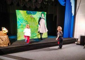 Волгоградские дошколята поучаствовали в студенческом спектакле
